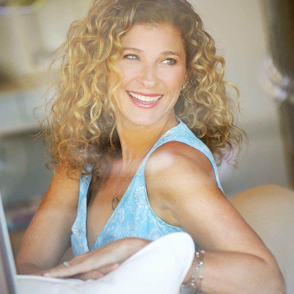 Lisa Druxman Headshot (Looking back) - Jessica Wayman